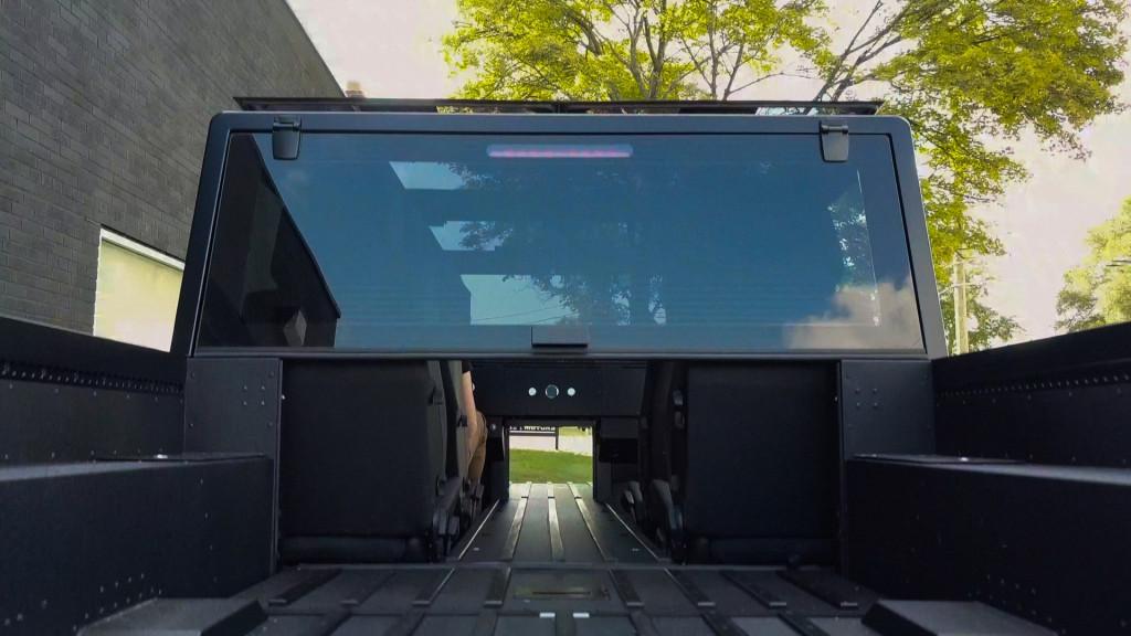 Bollinger电动卡车的全长passthrough和frunkgate将是独家的